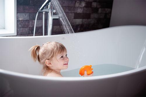 Wärmepumpe erzeugt warmes Wasser für Zuhause